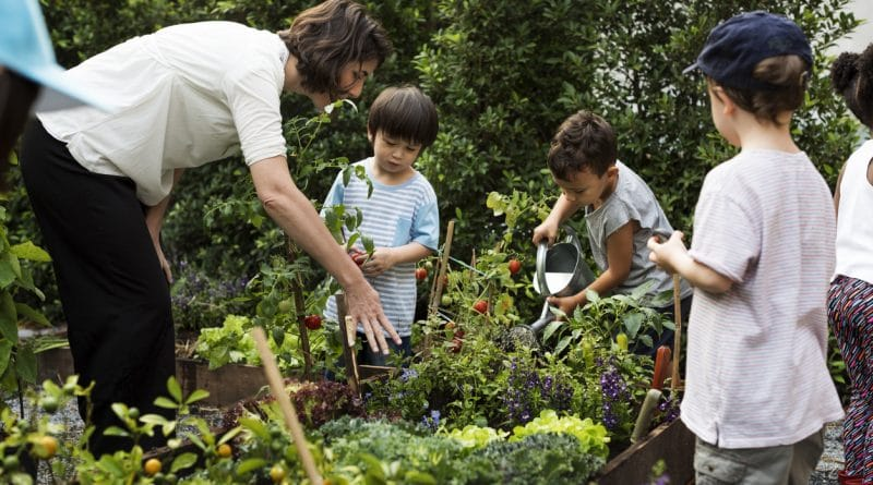 enfants au jardin