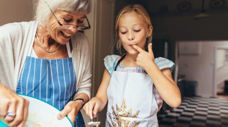 grand mère et sa petite fille